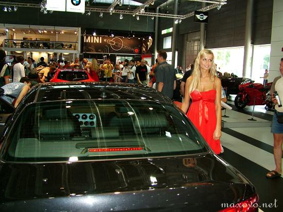 Maxblog - AUTOSALON 2007 - Vybíráte auto podle hostesek?